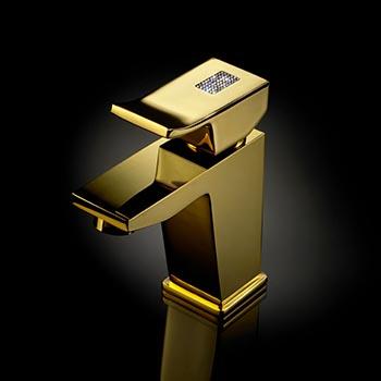 Złota armatura z kryształami Swarovskiego Surf & Diamond - luksusowa łazienka od Maier